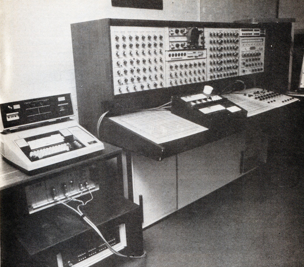 Another picture of the Synthi 100; I think it is not in the same previous studio.