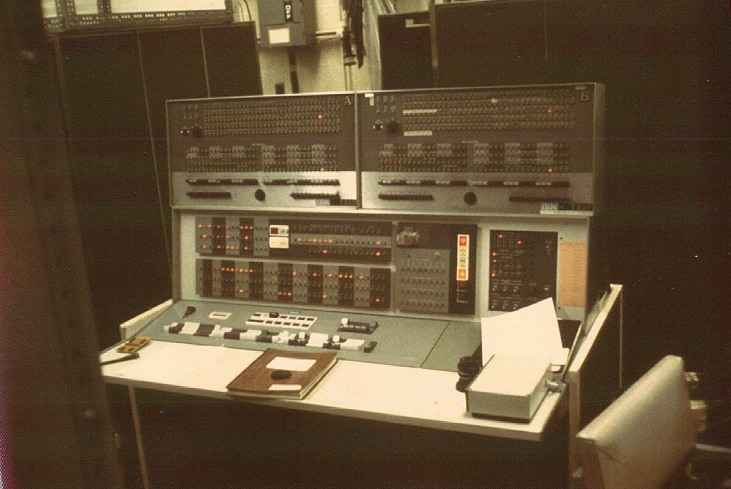 A computer IBM 7090 series, in a photograph from about 1960.