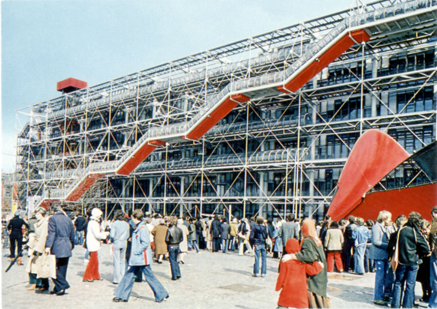 Another beautiful Vintage picture of the Centre Pompidou. On the right the structure designed by Iannis Xenakis. Paris, 1977.